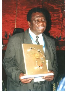 Prof Mpepereki receives the 2009/10 Impressa award for outstanding soya-bean research.